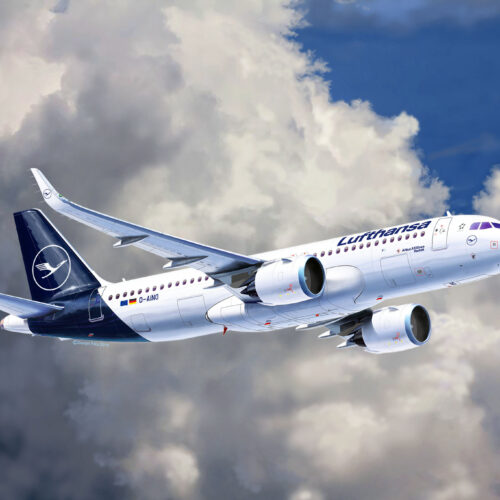 """Revell plastic model Airbus A320 Neo Lufthansa """"New Livery""""  1:144"""