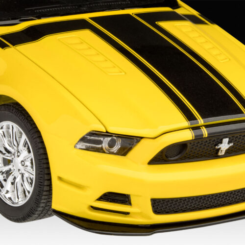 Revell plastic model 2013 Ford Mustang Boss 302 1:25