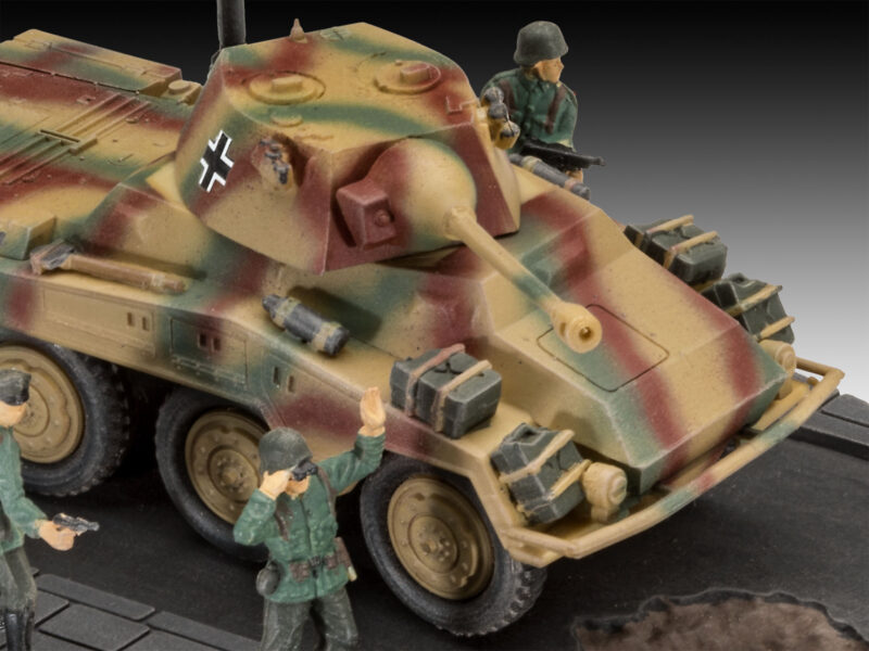 Revell plastic model Sd.Kfz. 234/2 Puma 1:76