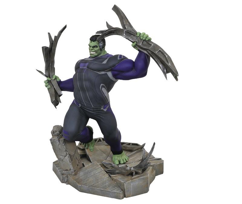 Gallery Diorama: Marvel Avengers – Tracksuit Hulk Deluxe Statue